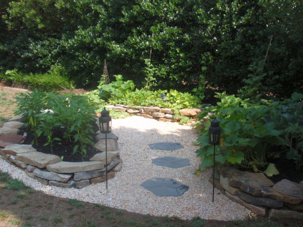 20 beautiful gardening with rocks design ideas for Rock stepping stones landscaping