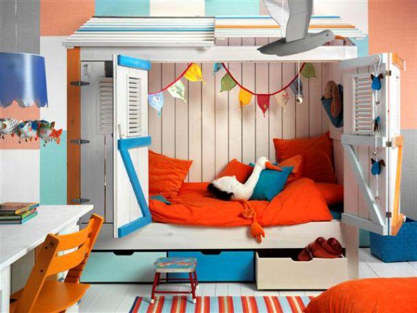 Colorful modern kids loft beds design with beach house theme for Beach house loft design