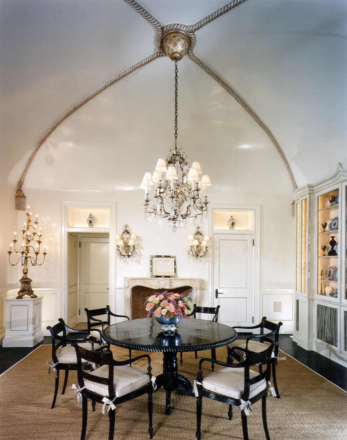 luxurious and classy vaulted ceiling design ideas for dining room
