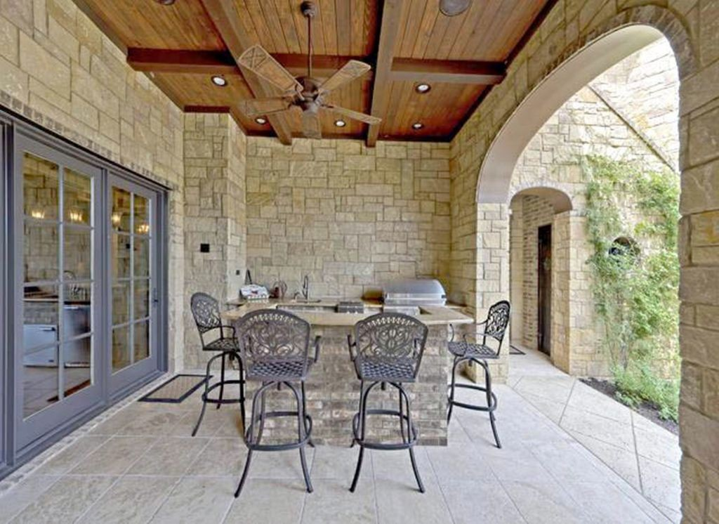 Mediterranean Home Decor for outdoor dining room