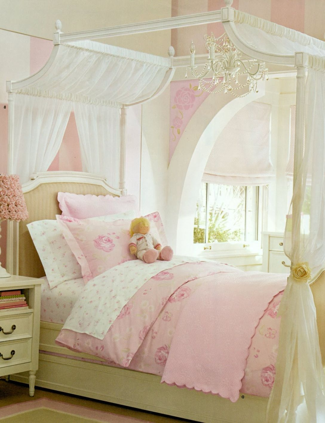Stunning view of various exotic canopy bed designs for Princess themed bed