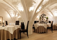 featured Unique and Lovely Vaulted Ceiling Decorating Ideas in Luxurious Dining Room