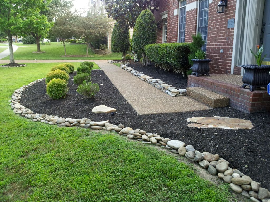 20 beautiful gardening with rocks design ideas for Limited space gardening ideas