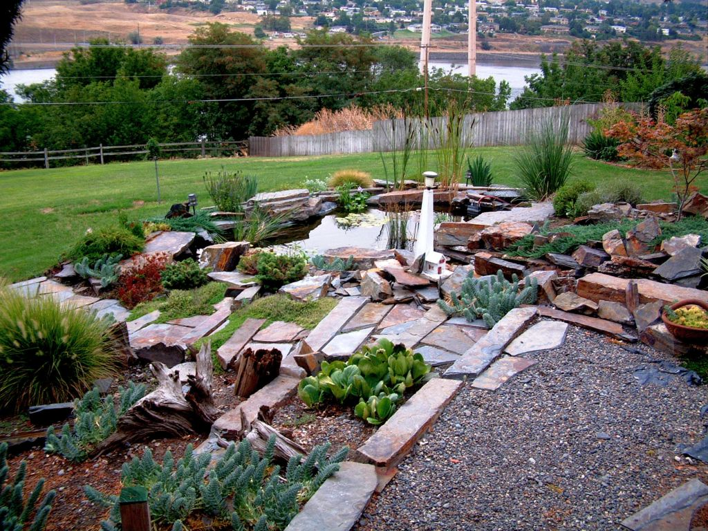 20 beautiful gardening with rocks design ideas for Large river stones for landscaping