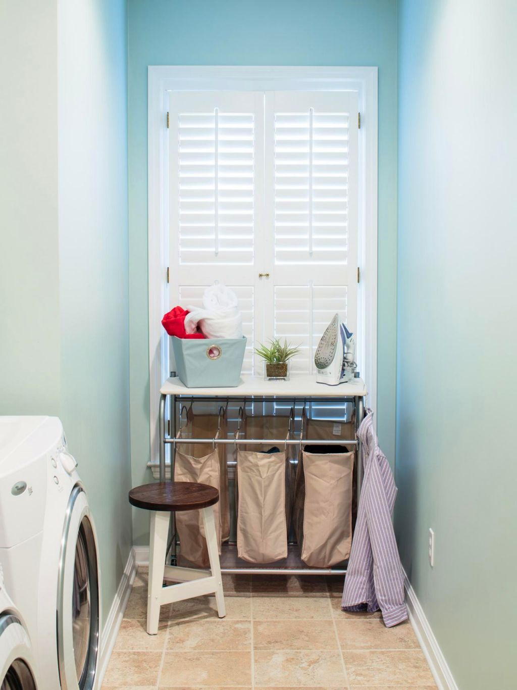 Laundry room clothes hanger racks designs for limited space for Limited space bedroom ideas