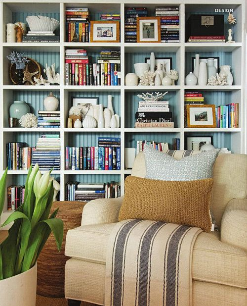 http://www.myaustinelite.com/wp-content/uploads/2015/01/Decorating-bookshelf-with-art-crafts.jpg