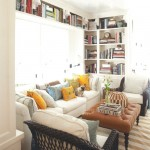 Neat bookshelf decoration in a family room