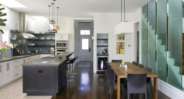 asymmetrical mini pendant lights over kitchen island