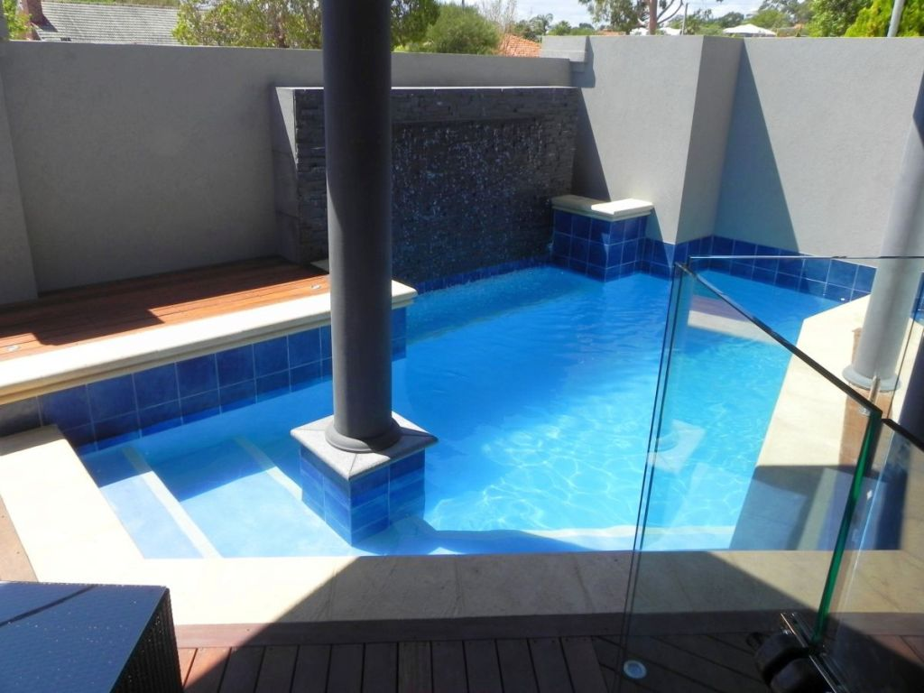 Best backyard swimming pool designs for very small backyard for Best small pool designs