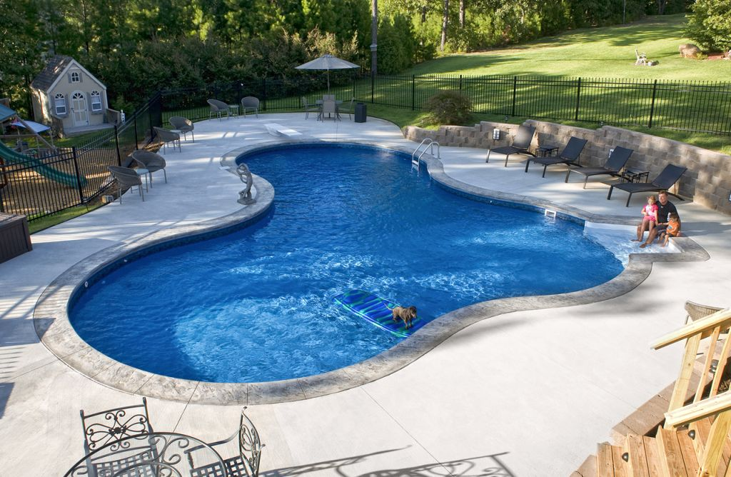 19 best backyard swimming pool designs for Pictures of swimming pools in backyards