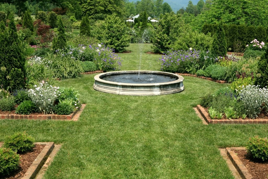 20 Refreshing Landscape Fountain Design Ideas