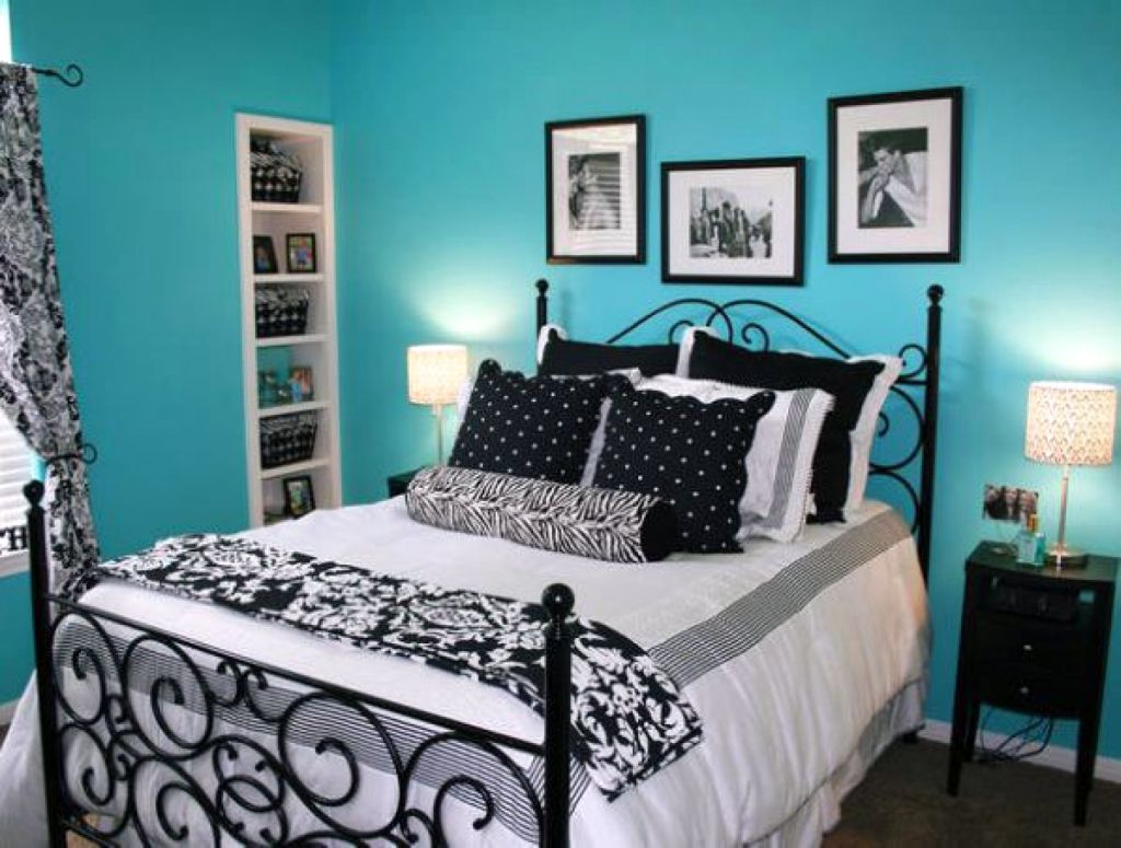 So What Do You Think About Blue Relaxing Paint Colors For Bedrooms With Monochrome Linen Above It S Amazing Right Just Know That Photo Is Only
