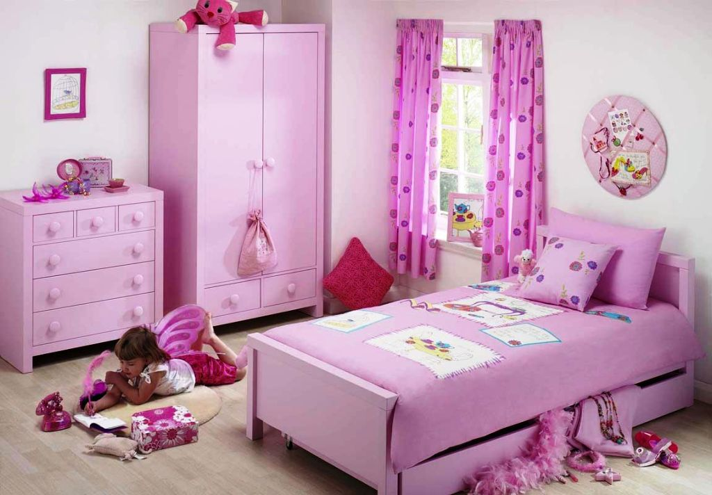 20 Best Looking Teenage Girl Curtain Designs