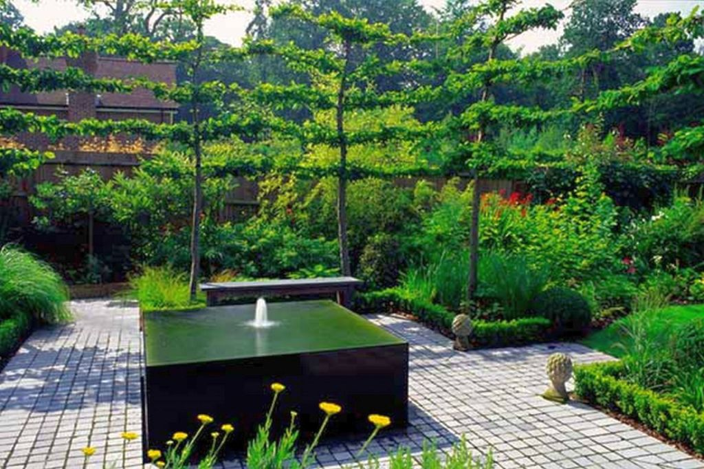 Central Square Shaped Landscape Fountain Design Ideas