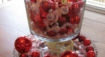 cheap bowl centerpiece ideas using Christmas decorations