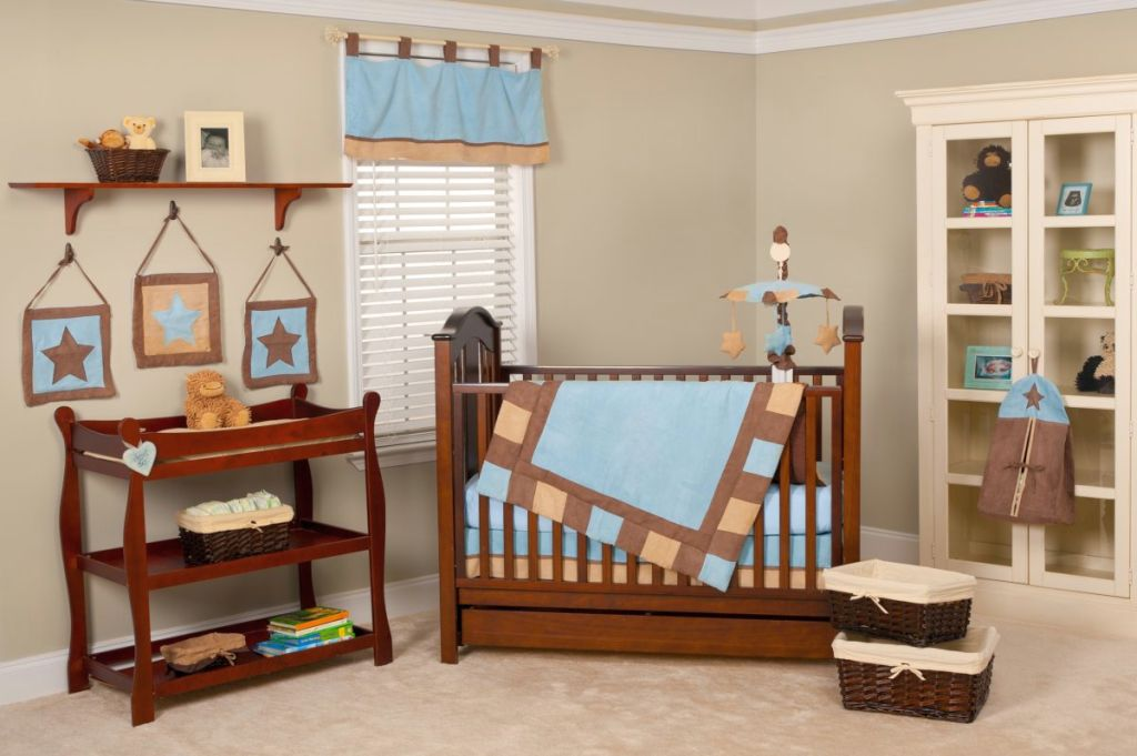 Cute baby girl bedding ideas in plain blue and brown for Baby blue and brown bedroom ideas