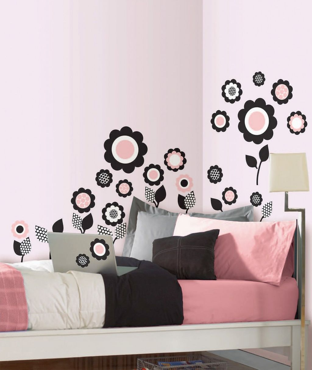 Cute Flowers For Pink And Black Wall Decor