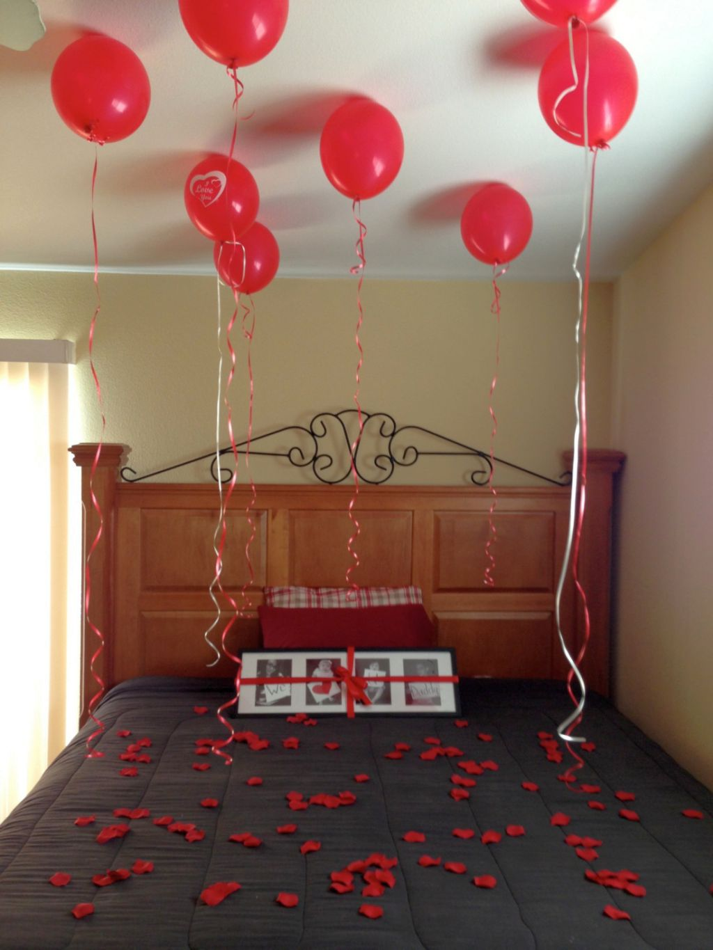 Easy diy bedroom decoration for valentines day with for Bed decoration with flowers and balloons