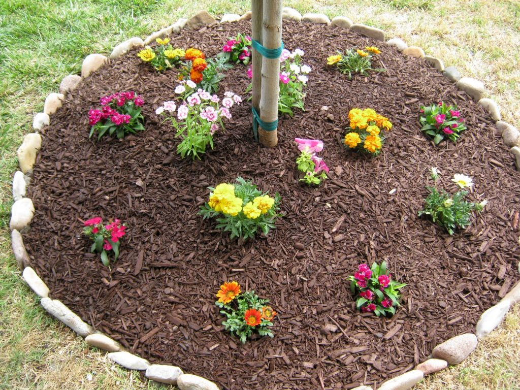 So, What Do You Think About Easy DIY Stones For Flower Beds Above? Itu0027s  Amazing, Right? Just So You Know, That Photo Is Only One Of 5 Types Of  Stones For ...
