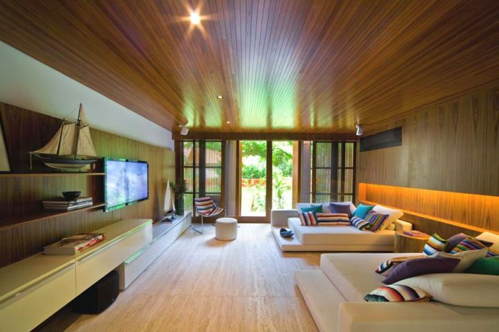 entertainment room with wooden floor