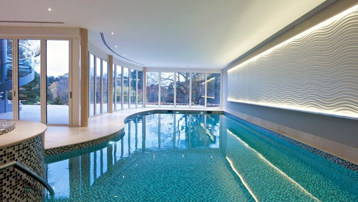 18 breathtaking indoor swimming pools for Pool room design uk