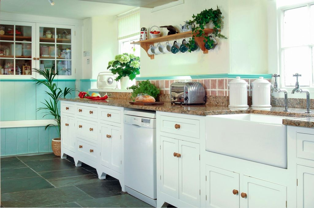 Freestanding kitchen sinks with white cabinets for Free standing kitchen ideas