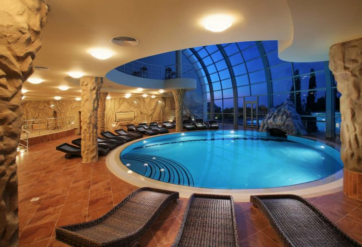 gorgeous indoor swimming pool