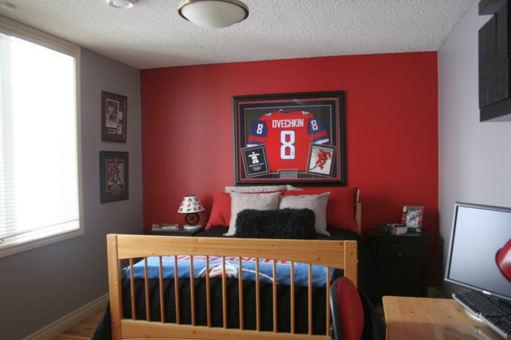 Delighful Bedroom Design Ideas Red Wall With Perfect Furniture