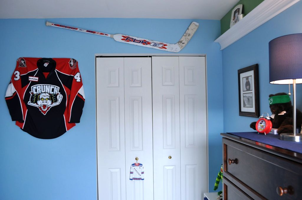 18 unique hockey bedroom design ideas for teenage guys 25 best ideas about hockey theme bedrooms on pinterest