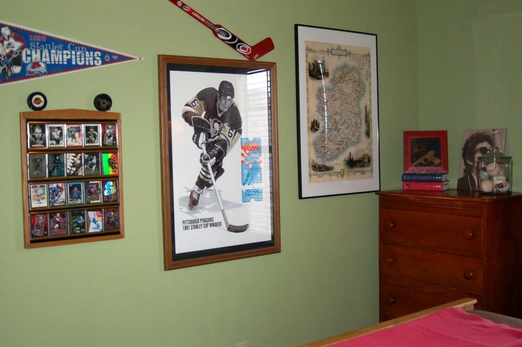 hockey bedrooms with memorabilias