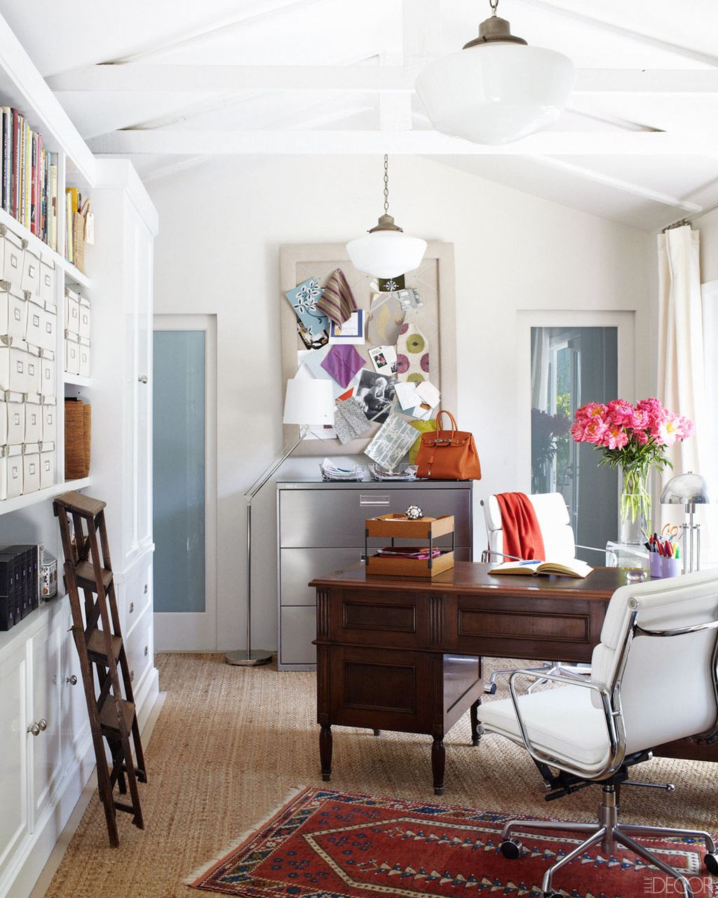20 inspiring home office design ideas for small spaces for Home office design ideas photos