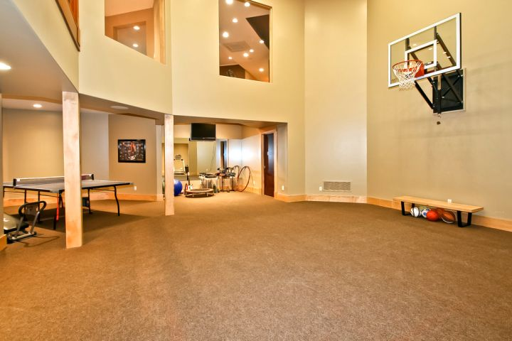 19 modern indoor home basketball courts plans and designs for Indoor residential basketball court