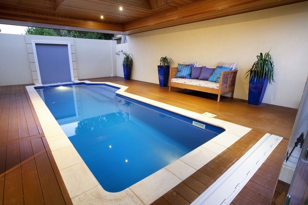 19 breath taking lap pool designs made for modern homes for Pool design indoor