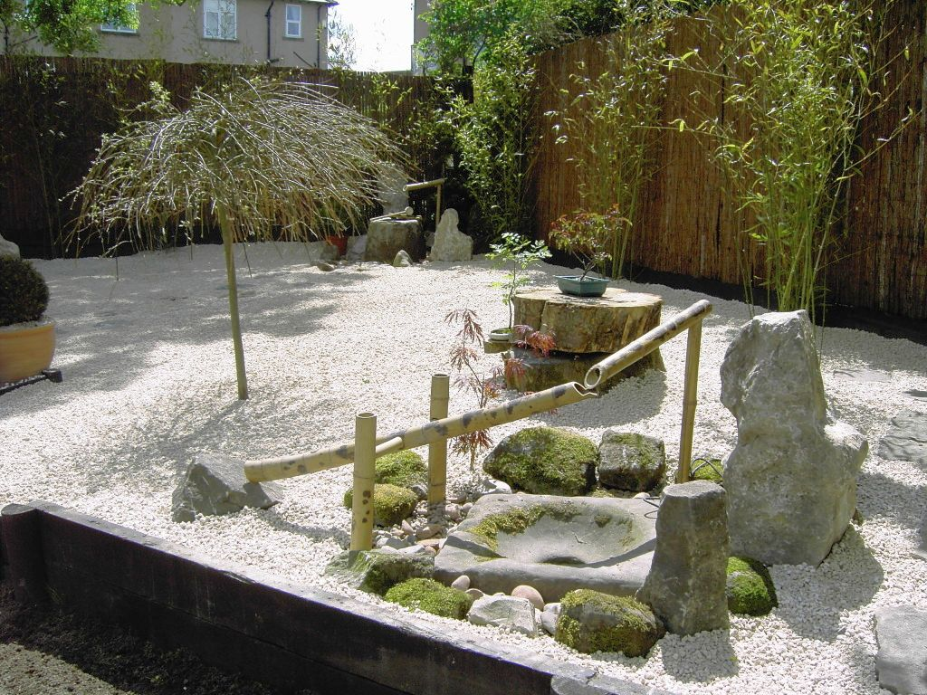 Japanese garden designs for small spaces with bamboo fountain - Small space garden design property ...