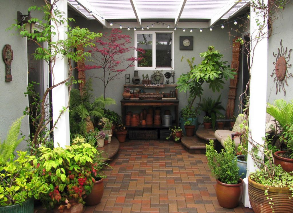 Japanese garden designs for small spaces with gardening tools for Garden designs for small spaces