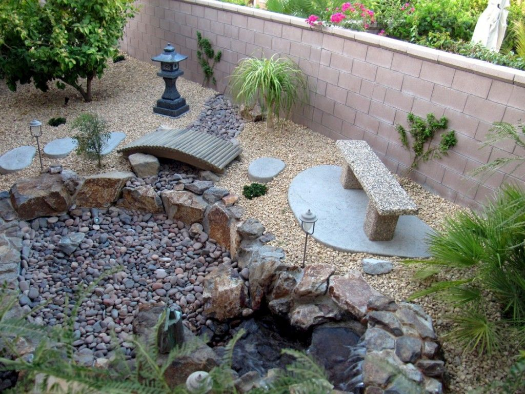 20 lovely japanese garden designs for small spaces for Small stone patio ideas