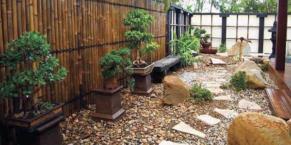Japanese garden designs for small spaces with stone pathway for Japanese garden small space