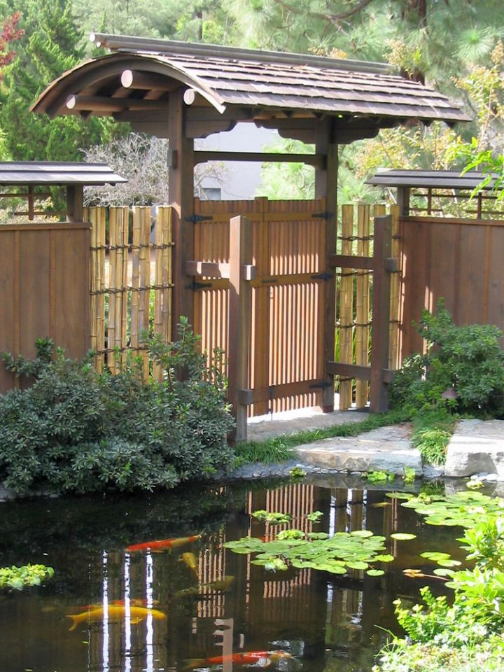 17 peaceful green japanese style backyards for Japanese garden pond design
