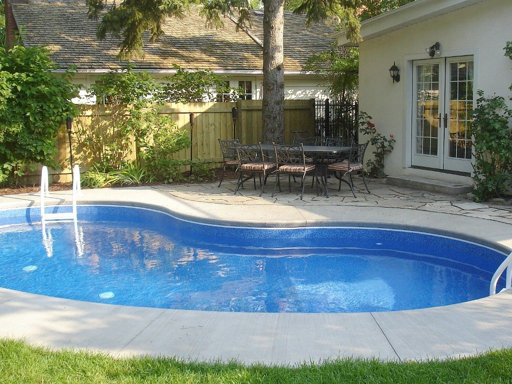 Kidney shaped swimming pools for small yard for Swimming pools for small yards