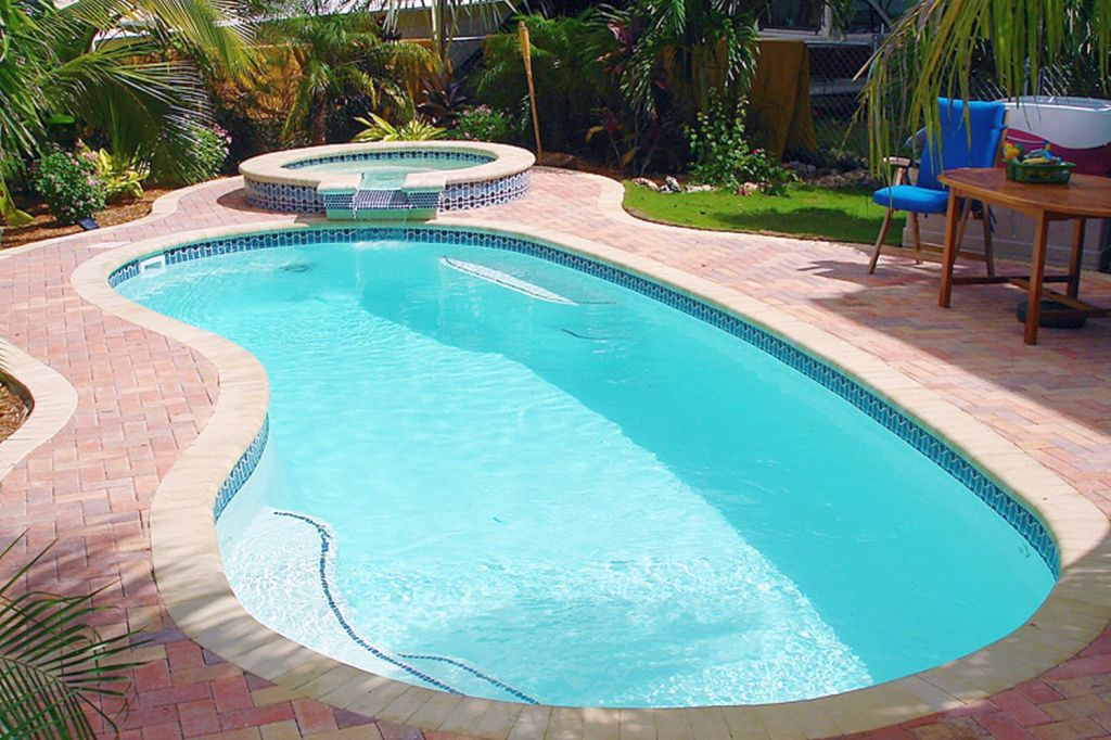 Kidney Shaped Swimming Pools With Hot Pool