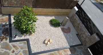 landscaping designs with big rocks for limited space