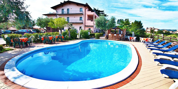 Large kidney shaped swimming pools for Kidney shaped above ground pool