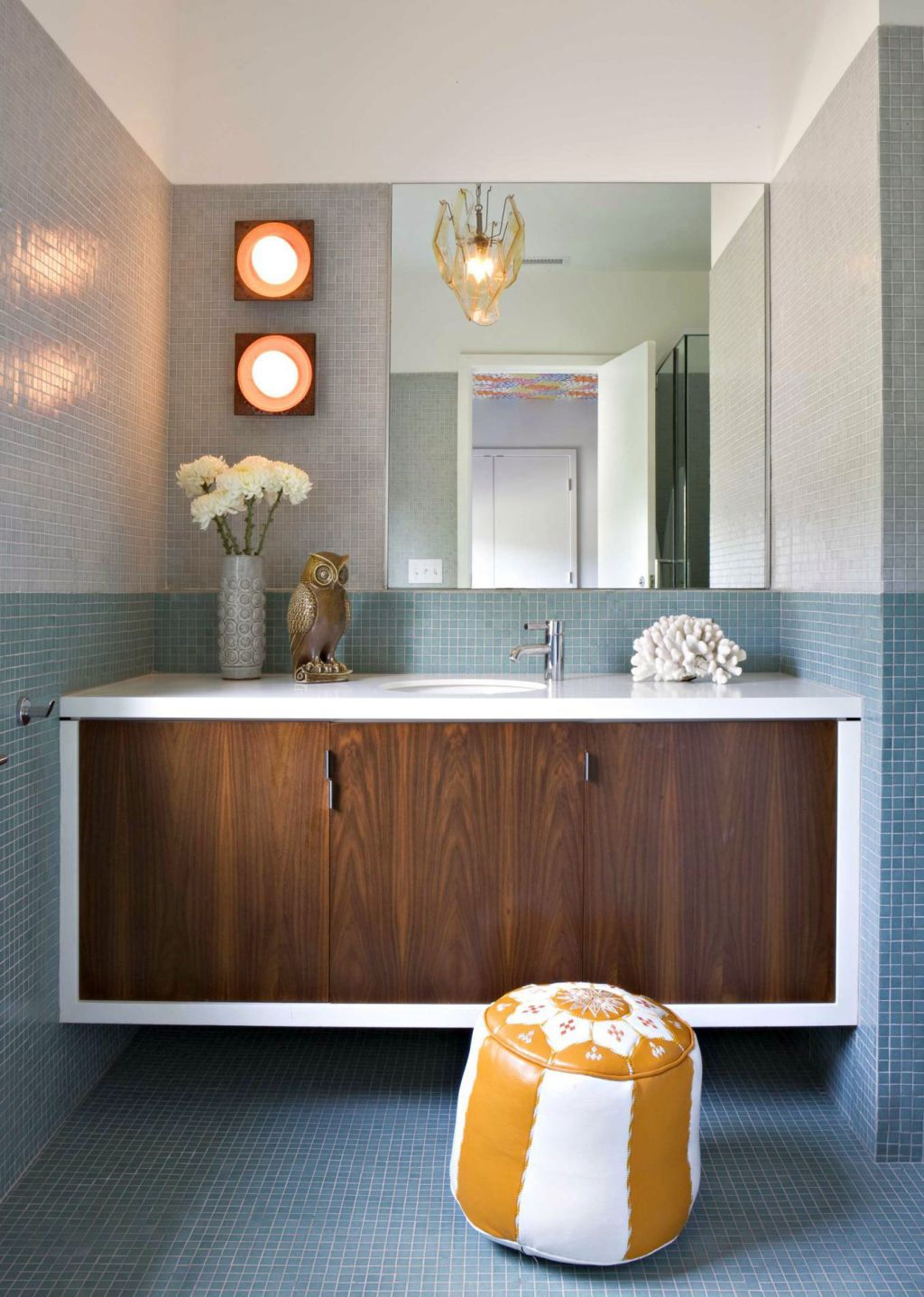 Modern bathroom vanity lights