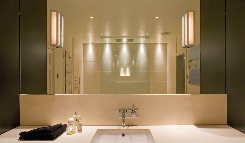 Modern bathroom vanity lighting ideas for Contemporary bathroom lighting ideas