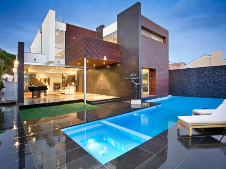 19 reposeful pool with spa designs for modern homes. Black Bedroom Furniture Sets. Home Design Ideas