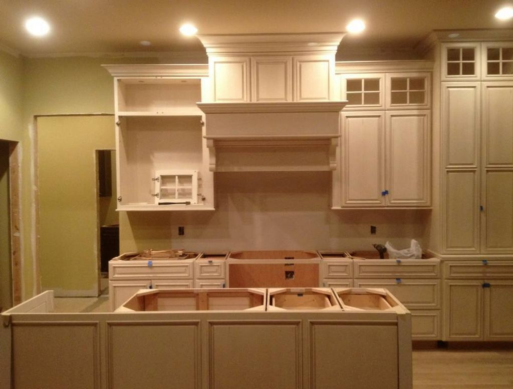 Popular paint colors for kitchen in simple cream shades for Great kitchen paint colors