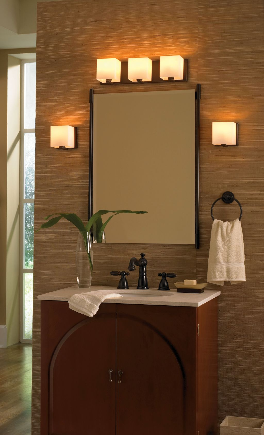 Retro bathroom vanity lighting ideas for Vintage bathroom lighting ideas