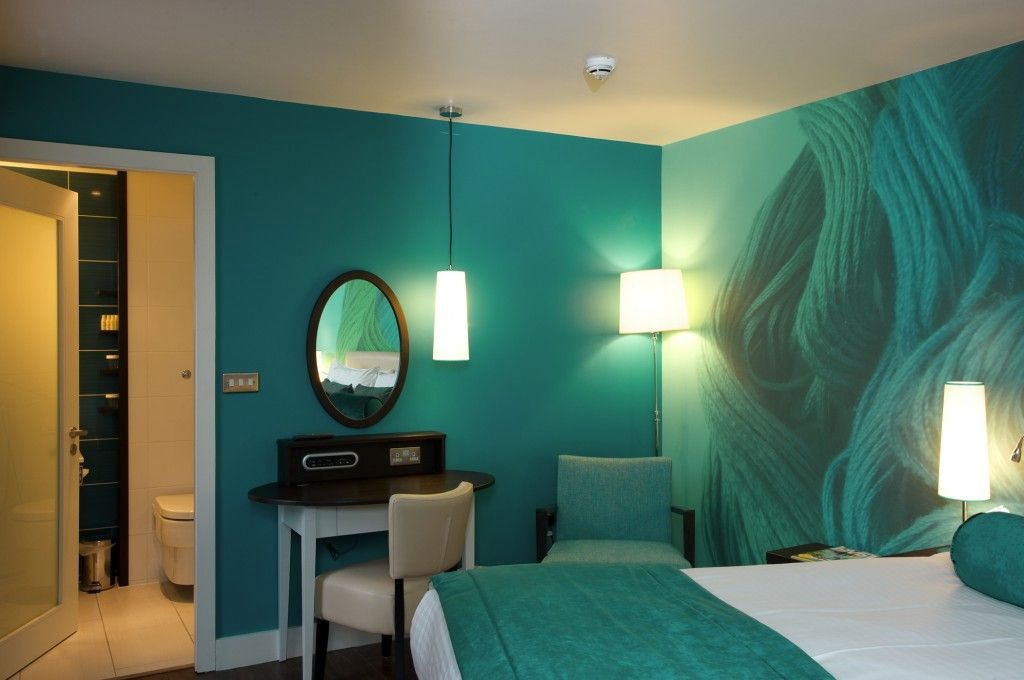 Seafoam green relaxing paint colors for bedrooms for Green paint for bedroom