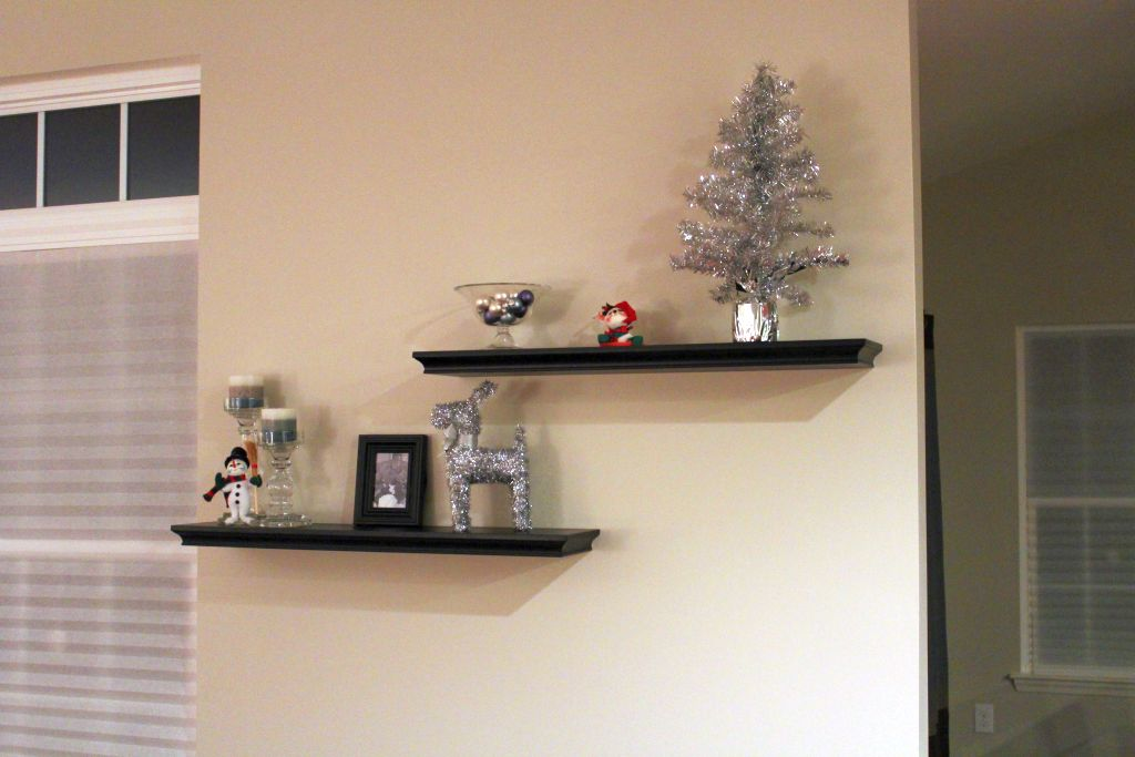 short zig zag floating shelf decorating ideas