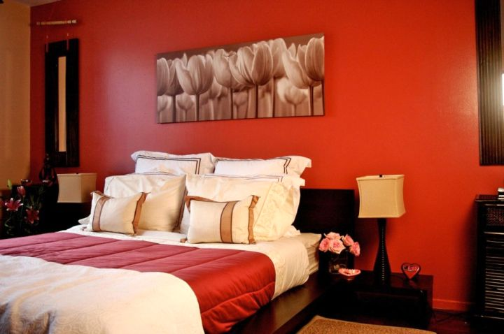 simple and cozy red and black bedroom
